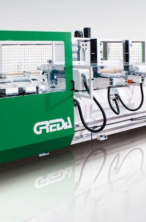 POKER V3 è un CNC dotato di più unità operatrici ideale per eseguire lavorazioni di fresatura, sgrossatura, contornatura, tornitura e levigatura